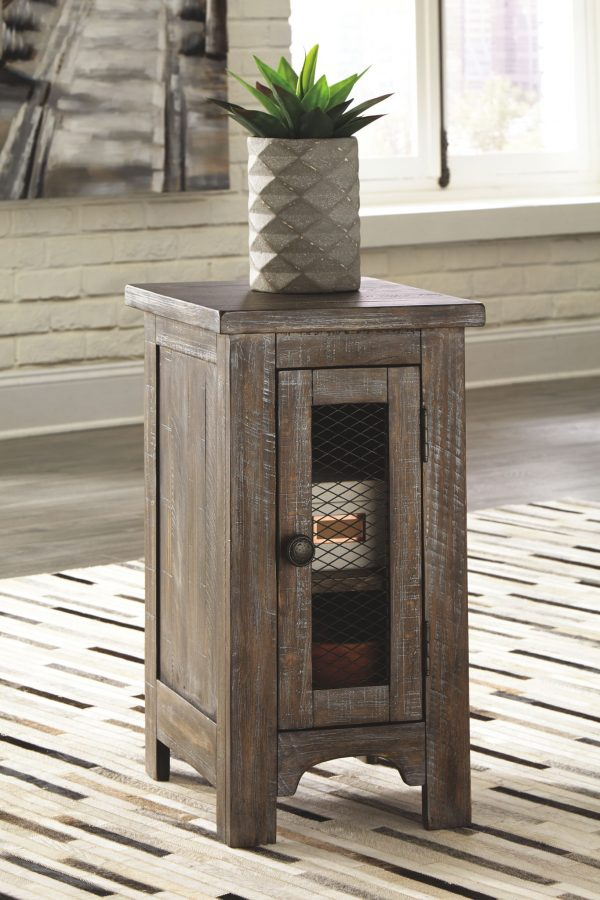 Danell Ridge - Brown - Chair Side End Table